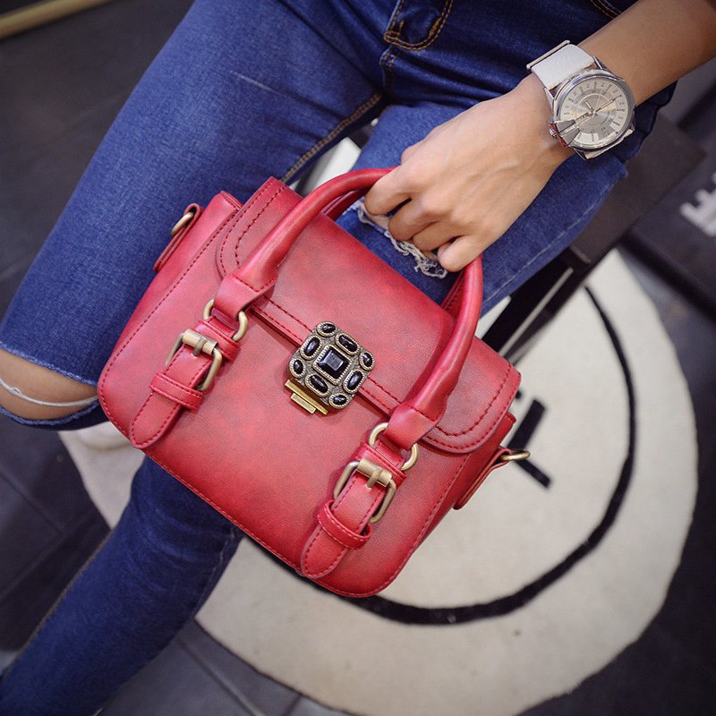 B1641 IDR.180.000 MATERIAL PU SIZE L22-20XH16XW8CM WEIGHT 600GR COLOR RED