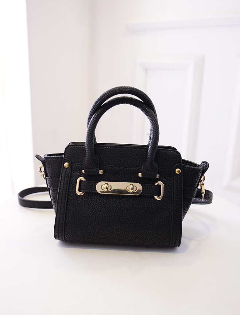 B1649 IDR.195.000 MATERIAL PU SIZE L26XH17XW12CM WEIGHT 650GR COLOR BLACK