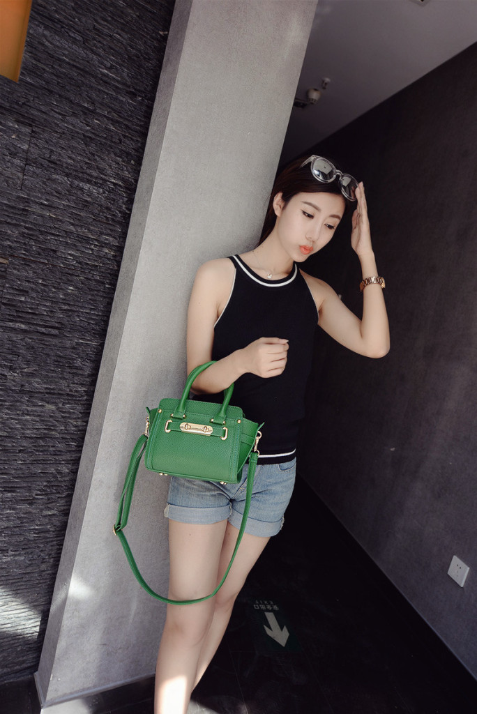 B1649 IDR.195.000 MATERIAL PU SIZE L26XH17XW12CM WEIGHT 650GR COLOR GREEN