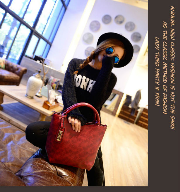 B1655 IDR.180.000 MATERIAL PU SIZE L27-22XH23XW12CM WEIGHT 700GR COLOR RED