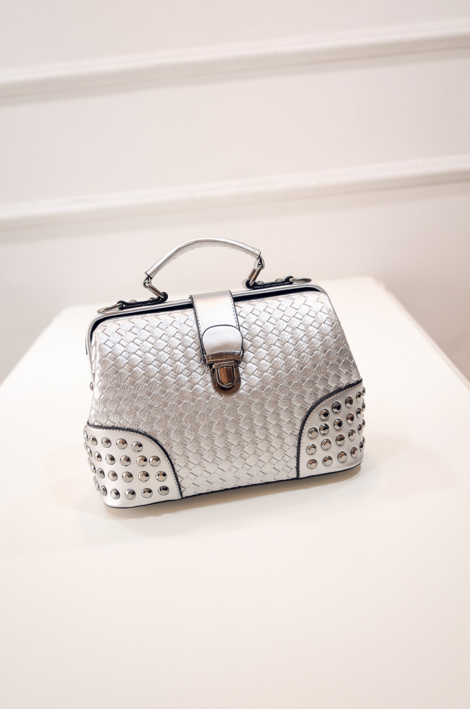 B1695 IDR.190.000 MATERIAL PU SIZE L25-27XH20XW12CM WEIGHT 650GR COLOR SILVER