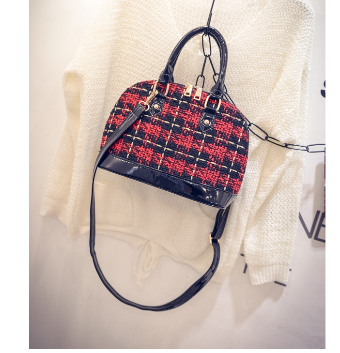 B1730 IDR.178.000 MATERIAL CLOTH SIZE L26XH20XW12CM WEIGHT 700GR COLOR RED