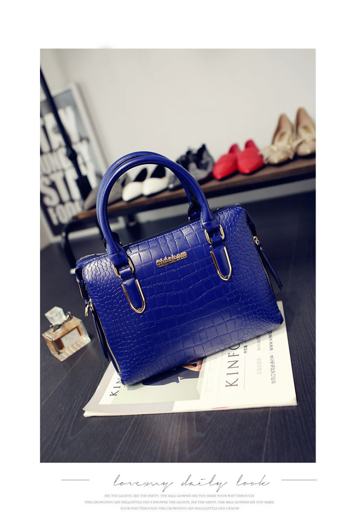 B1739 IDR.208.000 MATERIAL PU SIZE L30XH22XW12CM WEIGHT 800GR COLOR BLUE
