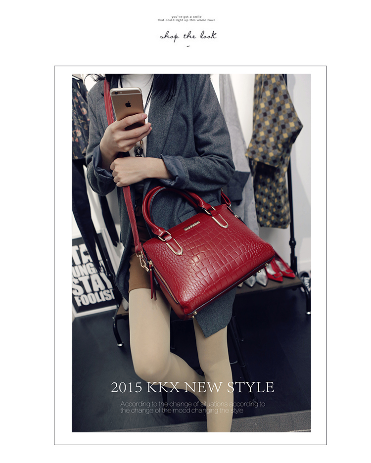 B1739 IDR.208.000 MATERIAL PU SIZE L30XH22XW12CM WEIGHT 800GR COLOR RED