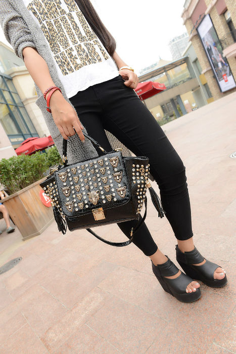 B175 IDR.250.000 MATERIAL PU SIZE L22-38CMXH19XW13CM WEIGHT 950GR COLOR BLACK,GOLD,SILVER (1)