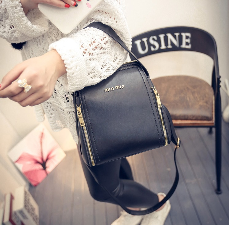 B1775 IDR.175.000 MATERIAL PU SIZE L21XH22XW13CM WEIGHT 750GR COLOR BLACK
