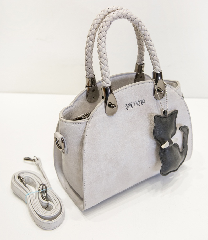 B180 IDR.182.000 MATERIAL PU SIZE L24XH20XW8CM WEIGHT 750GR COLOR GRAY