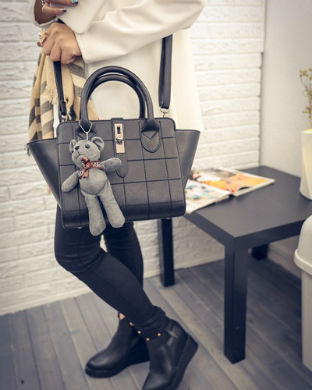 B1856 IDR.186.000 MATERIAL PU SIZE L24XH21XW15CM WEIGHT 800GR COLOR BLACK