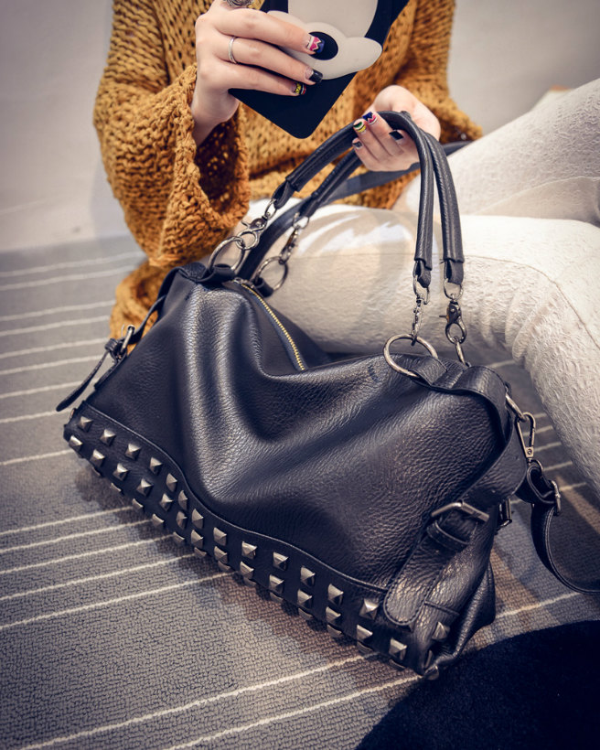 B188 IDR.195.000 TAS FASHION MATERIAL PU SIZE L36XH20XW14CM WEIGHT 900GR COLOR BLACK