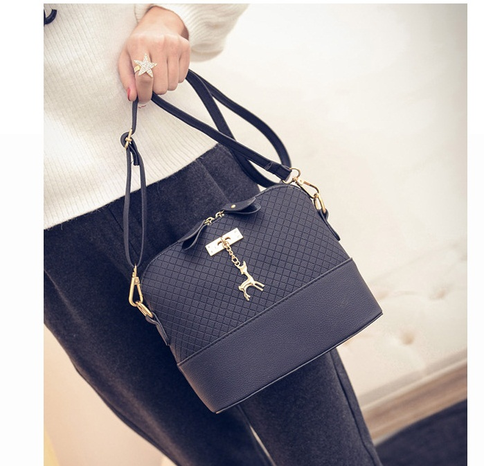 B1906 IDR.135.000 MATERIAL PU SIZE L22XH19XW10CM WEIGHT 400GR COLOR BLACK