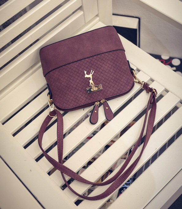 B1906 IDR.135.000 MATERIAL PU SIZE L22XH19XW10CM WEIGHT 400GR COLOR PURPLE