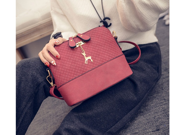 B1906 IDR.135.000 MATERIAL PU SIZE L22XH19XW10CM WEIGHT 400GR COLOR RED