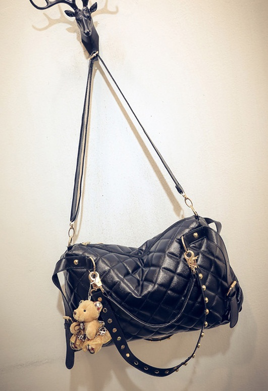 B1943 IDR.165.000 MATERIAL PU SIZE L37XH24XW9CM WEIGHT 700GR COLOR BLACK