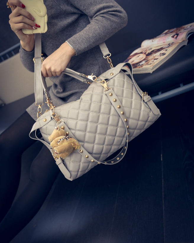 B1943 IDR.178.000 MATERIAL PU SIZE L37XH24XW9CM WEIGHT 700GR COLOR GRAY