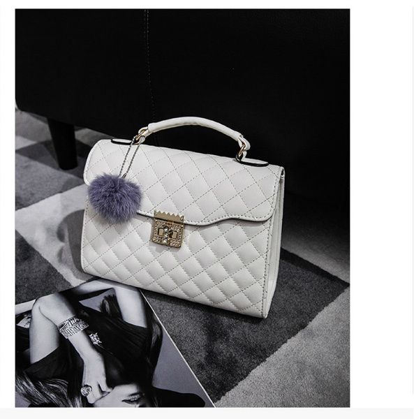 B1956 IDR.169.000 MATERIAL PU SIZE L26XH20XW10CM WEIGHT 800GR COLOR WHITE