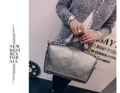 B1962 IDR.173.000 MATERIAL PU SIZE L32XH21XW14CM WEIGHT 700GR COLOR SILVER