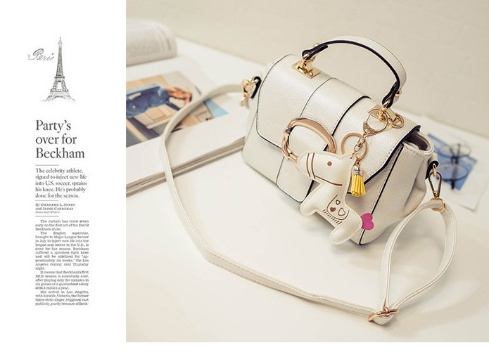 B1982 IDR.178.000 MATERIAL PU SIZE L22XH15XW9CM WEIGHT 700GR COLOR BEIGE