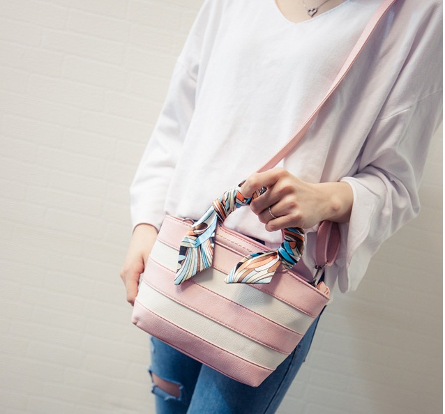 B1991 IDR.165.000 MATERIAL PU SIZE L32XH22XW14CM WEIGHT 800GR COLOR PINK