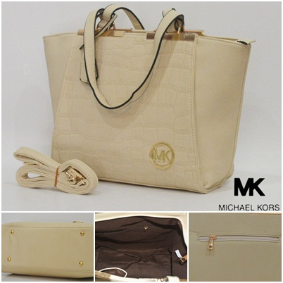B2030 IDR.220.000 MATERIAL PU SIZE L43XH28XW12CM WEIGHT 950GR COLOR BEIGE