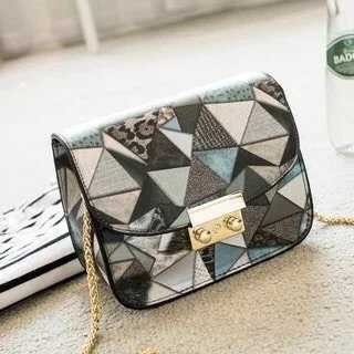B2031 IDR.160.000 MATERIAL PU SIZE L13XH17XW8CM WEIGHT 450GR COLOR GRAY