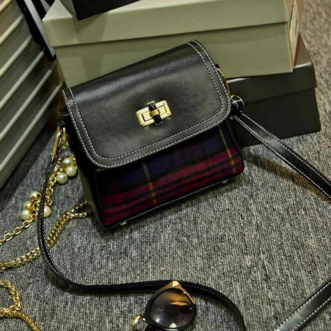 B2039 IDR.155.000 MATERIAL CANVAS SIZE L20XH18XW7CM WEIGHT 450GR COLOR RED.jpg