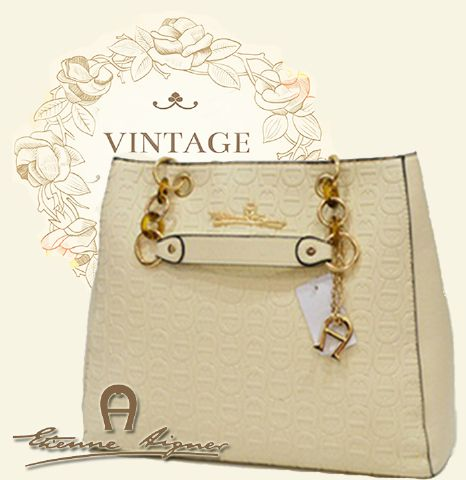 B2050 IDR.222.000 MATERIAL PU SIZE L38XH30XW14CM WEIGHT 1100GR COLOR BEIGE