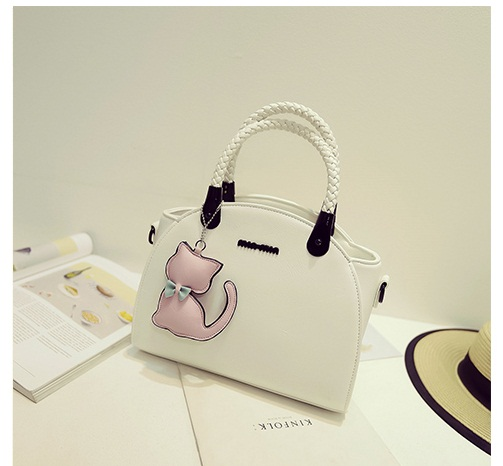 B2051 IDR.186.000 MATERIAL PU SIZE L29XH20XW16CM WEIGHT 850GR COLOR BEIGE