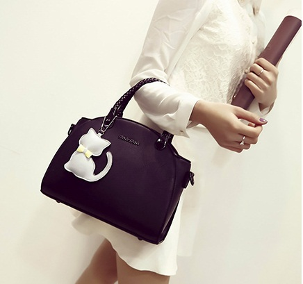 B2051 IDR.186.000 MATERIAL PU SIZE L29XH20XW16CM WEIGHT 850GR COLOR BLACK