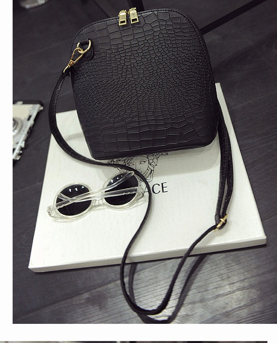 B2054 IDR.143.000 MATERIAL PU SIZE L20XH21XW10CM WEIGHT 500GR COLOR BLACK