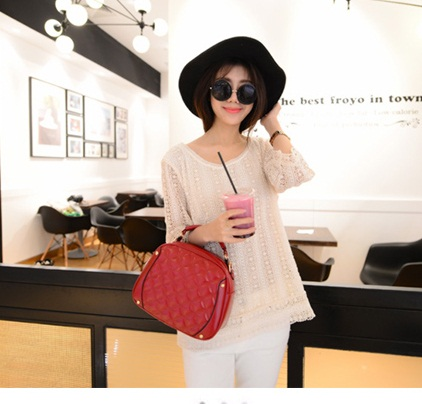 B2073 IDR.160.000 MATERIAL PU SIZE L24XH20XW9CM WEIGHT 550GR COLOR RED