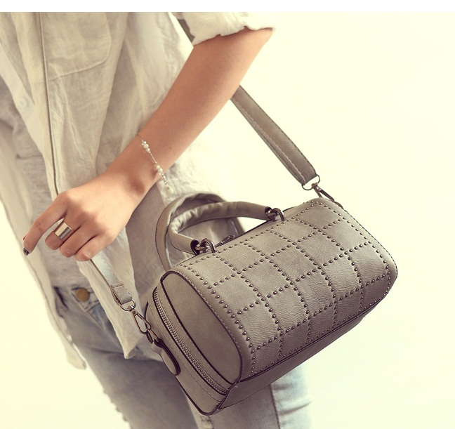 B2079 IDR.170.000 MATERIAL PU SIZE L22XH14XW14CM WEIGHT 650GR COLOR GRAY