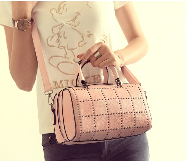 B2079 IDR.170.000 MATERIAL PU SIZE L22XH14XW14CM WEIGHT 650GR COLOR PINK