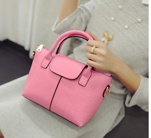 B2083 IDR.168.000 MATERIAL PU SIZE L20-26XH17XW10CM WEIGHT 700GR COLOR PINK