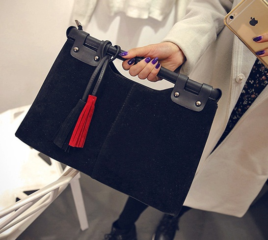 B2089 IDR.168.000 MATERIAL VELVET SIZE L33XH23XW10CM WEIGHT 750GR COLOR BLACK