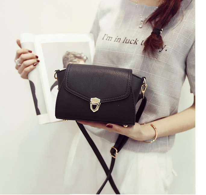 B2090 IDR.148.000 MATERIAL PU SIZE L20XH18XW13CM WEIGHT 550GR COLOR BLACK
