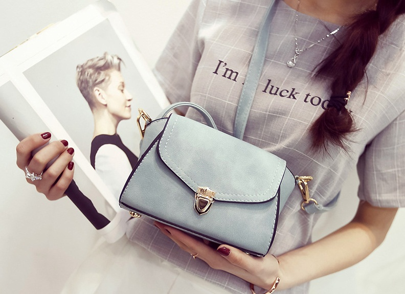 B2090 IDR.148.000 MATERIAL PU SIZE L20XH18XW13CM WEIGHT 550GR COLOR BLUE