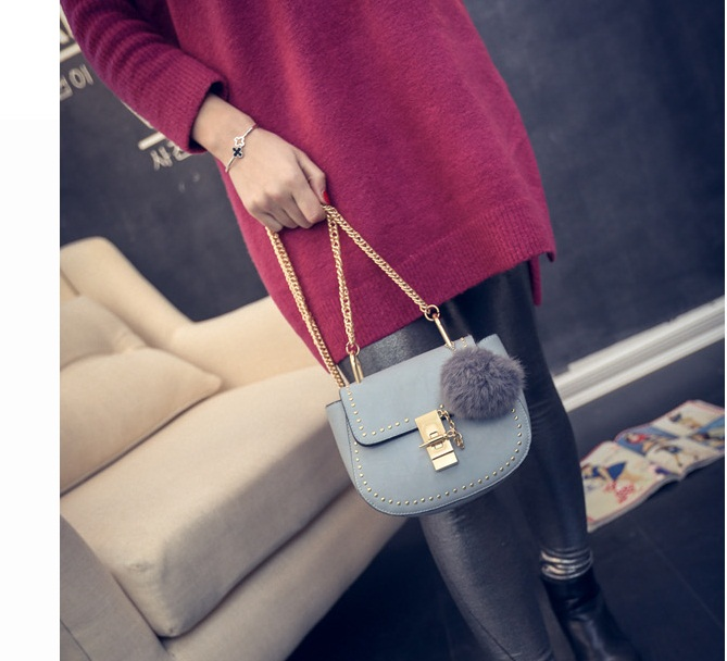 B2101 IDR.155.000 MATERIAL PU SIZE L17XH15XW7CM WEIGHT 550GR COLOR LIGHTBLUE
