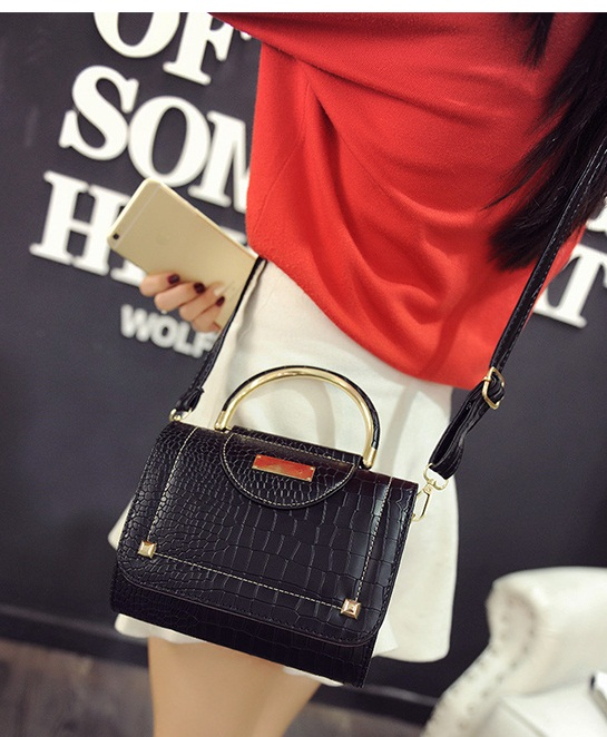B2114 IDR.159.000 MATERIAL PU SIZE L20XH16XW10CM WEIGHT 550GR COLOR BLACK