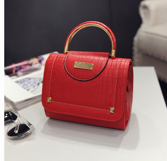 B2114 IDR.159.000 MATERIAL PU SIZE L20XH16XW10CM WEIGHT 550GR COLOR RED