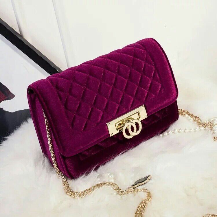 B2118 IDR.165.000 MATERIAL VELVET SIZE L25X17X7CM WEIGHT 550GR COLOR RED