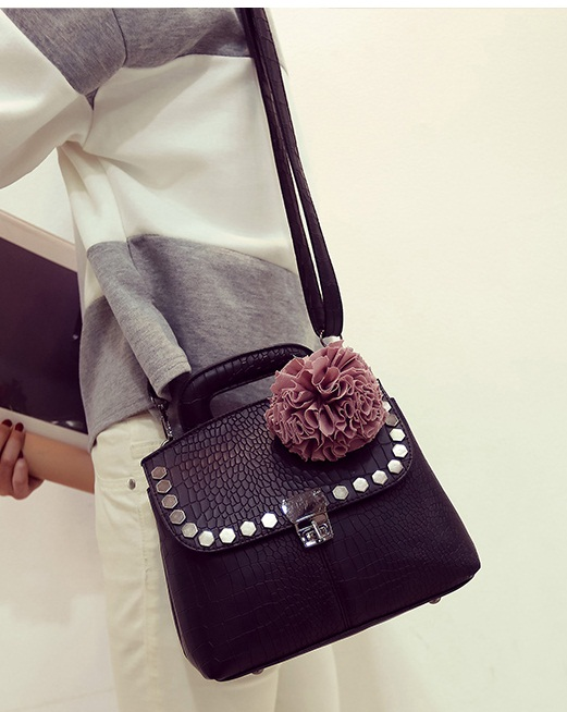 B2132 IDR.180.000 MATERIAL PU SIZE L24XH20XW12CM WEIGHT 700GR COLOR BLACK