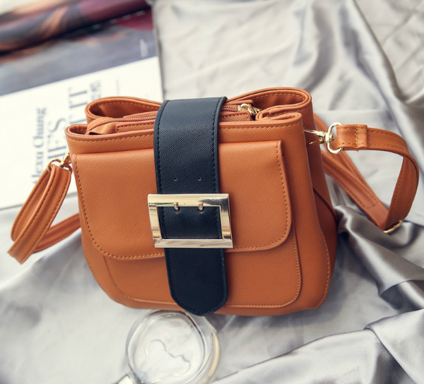 B2241 IDR.154.000 MATERIAL PU SIZE L21XH15XW8CM WEIGHT 550GR COLOR BROWN