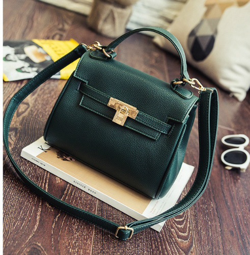 B2317 IDR.173.000 MATERIAL PU SIZE L21XH19XW9CM WEIGHT 650GR COLOR GREEN