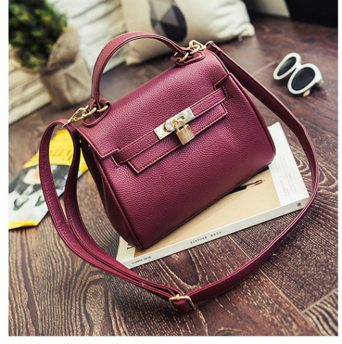 B2317 IDR.173.000 MATERIAL PU SIZE L21XH19XW9CM WEIGHT 650GR COLOR RED