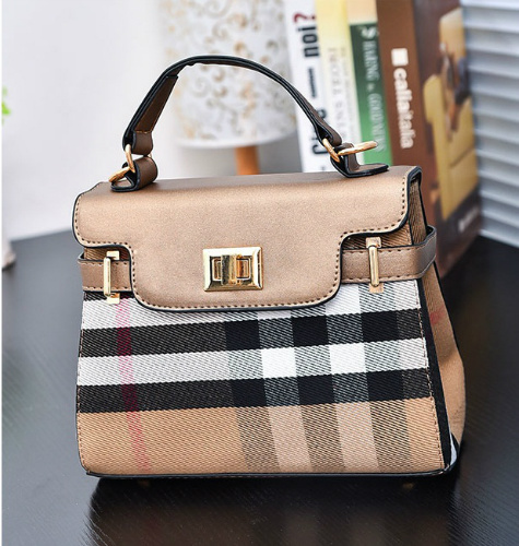 B2319 IDR.173.000 MATERIAL CANVAS SIZE L22XH27XW11CM WEIGHT 600GR COLOR GOLD