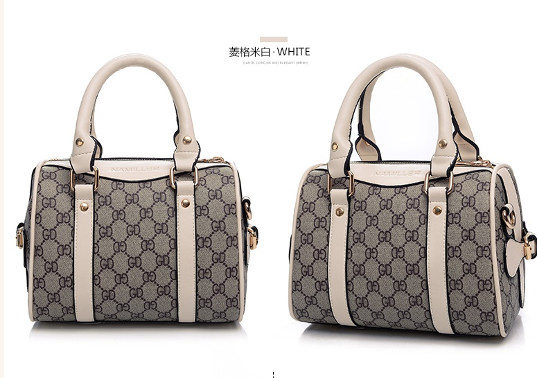 B2419 IDR.205,000 MATERIAL CANVAS SIZE L22XH17XW12CM WEIGHT 600GR COLOR BEIGE