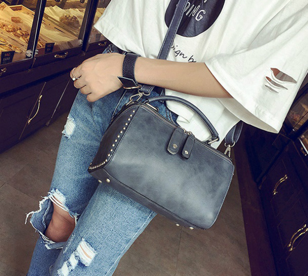 B2432 IDR.176.000 MATERIAL PU SIZE L22XH15XW13CM WEIGHT 700GR COLOR GRAY