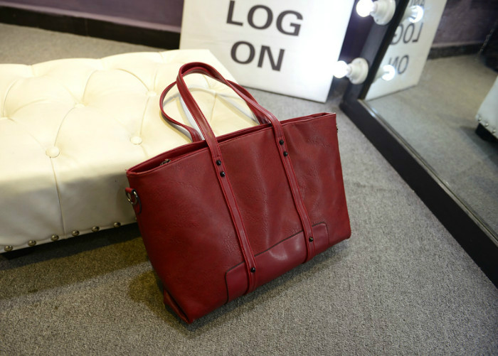 B244 IDR.180.000 MATERIAL PU SIZE L42-46CMXH26CMXW13CM WEIGHT 750GR COLOR RED