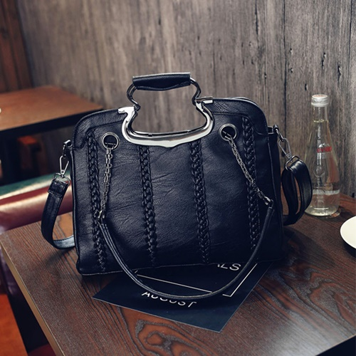 B2451 IDR.185.000 MATERIAL PU SIZE L33XH25XW10CM WEIGHT 800GR COLOR BLACK