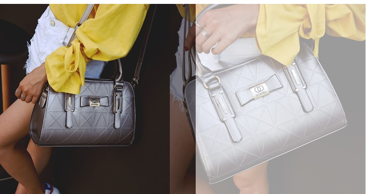 B2457 IDR.170.000 MATERIAL PU SIZE L31XH22XW13CM WEIGHT 800GR COLOR SILVER